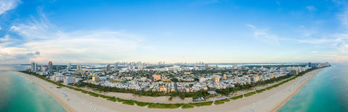 Vogelperspektive Miami-Südstrandes mit Hotels und Küstenlinie lizenzfreie stockfotografie