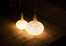 Vogelperspektive mit zwei Kunstlampen lizenzfreie stockfotos