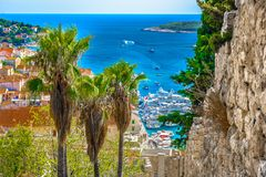 Vogelperspektive am Mittelmeerplatz Hvar, adriatische Küste Stockbild
