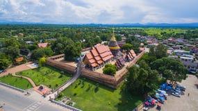Vogelperspektive Phra, dass Lampang Luang ein Lanna-ähnlicher buddhistischer Tempel ist, Lampang-Provinz, Thailand stockfotografie