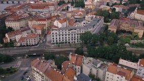 Vogelperspektive-Prag-Stadtgesamtlänge Tschechische Republik Spitze hinunter Ansicht Prag-Luftvermessung stock footage