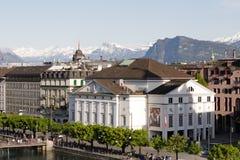 Vogelperspektive in Richtung auf Theatergebäude in der Luzerne Stockfoto