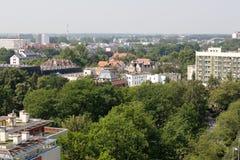 Vogelperspektive in Richtung zu den Wohngebäuden Lizenzfreies Stockfoto