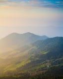 Vogelperspektive Sonne gesetzten moutain in Nord-Thailand Stockfotos