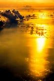 Vogelperspektive-Sonnenunterganghimmel vom Flugzeug Lizenzfreie Stockfotos