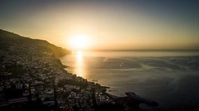 Vogelperspektive vom Brummen auf Funchal-Stadt lizenzfreie stockfotografie