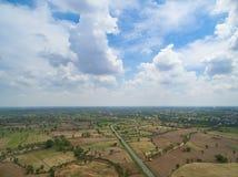 Vogelperspektive vom Brummen Reisfeld nach Erntespur von Combi Lizenzfreies Stockbild