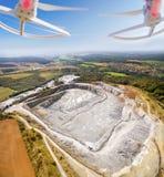 Vogelperspektive vom Brummen zur Tagebaugrube Lizenzfreie Stockbilder