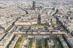 Vogelperspektive vom Eiffelturm auf Champ de Mars - Paris. Lizenzfreie Stockbilder