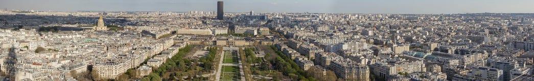 Vogelperspektive vom Eiffelturm auf Champ de Mars - Paris. Stockbilder