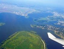 Vogelperspektive vom Flugzeugfenster Lizenzfreie Stockfotografie