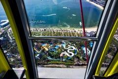 Vogelperspektive vom Riesenrad auf dem Vergnügungspark Stockfoto
