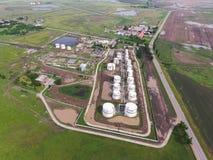 Vogelperspektive von Öl-Speicherung Behältern Industrielle Anlage für die Lagerung und die Trennung des Öls Lizenzfreie Stockfotos
