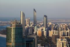 Vogelperspektive von Abu Dhabi im Stadtzentrum gelegen Lizenzfreies Stockfoto