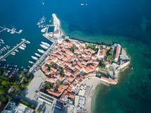 Vogelperspektive von altem Budva in Montenegro Stockfotografie