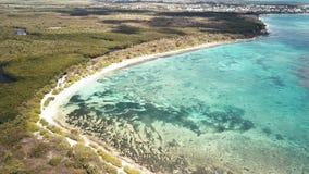 Vogelperspektive von Anse du Souffleur, Lagune, Port-Louis, gro?-Terre, Guadeloupe, Karibisches Meer stock video