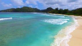 Vogelperspektive von Baie Lazare Beach, Mahe Island, Seychellen 8 stock footage