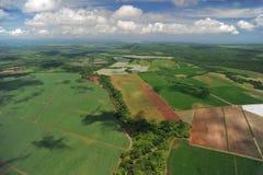 Vogelperspektive von Bauernhoffeldern in Costa Rica Stockbild
