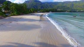 Vogelperspektive von Beau Vallon Beach, Mahe Island, Seychellen 3 stock video footage