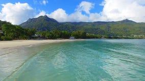 Vogelperspektive von Beau Vallon Beach, Mahe Island, Seychellen 8 stock video footage