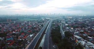 Vogelperspektive von Becakayu-Mautstraße in Jakarta stock video