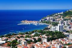Vogelperspektive von Budva, Montenegro auf adriatischer Küste Lizenzfreies Stockfoto