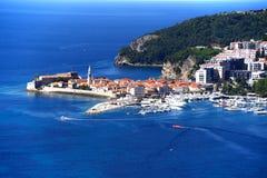 Vogelperspektive von Budva, Montenegro auf adriatischer Küste Lizenzfreie Stockbilder