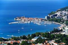 Vogelperspektive von Budva, Montenegro auf adriatischer Küste Stockfoto