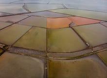 Vogelperspektive von Burgas-Salzsee von oben stockfotos
