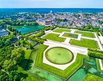 Vogelperspektive von Chateaude Fontainebleau mit seinen Gärten, eine UNESCO-Welterbestätte in Frankreich stockfoto