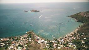 Vogelperspektive von Cousteau-Reserve, Lagune, Ilets-Tauben, Malendure-Strand, Bouillante, Guadeloupe, Karibisches Meer stock footage