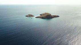 Vogelperspektive von Cousteau-Reserve, Lagune, Ilets-Tauben, Malendure-Strand, Bouillante, Guadeloupe, Karibisches Meer stock video