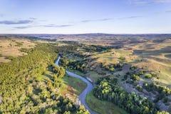 Vogelperspektive von düsterem Fluss in Nebraska Sandhills Lizenzfreies Stockfoto