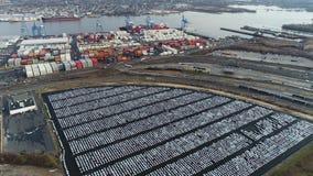 Vogelperspektive von den Autos gespeichert an der Verpacker-Allee Marine Terminal stock video