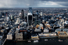 Vogelperspektive von der Themse und von Stadt in London stockfotografie