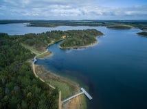 Vogelperspektive von Devilbend Reservoir See und Park Melbourne, Aus lizenzfreies stockfoto