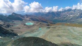 Vogelperspektive von Dolomitbergen in Italien stock video footage