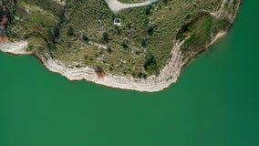 Vogelperspektive von einem See stock footage
