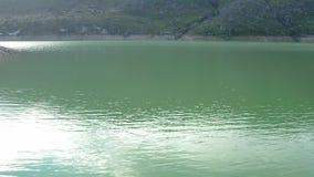 Vogelperspektive von einem See stock video footage