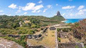 Vogelperspektive von Fernando de Noronha- und Nossa-Senhora DOS Remedios Festung und Morro tun Pico - Fernando de Noronha, Brasil lizenzfreie stockfotos