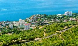 Vogelperspektive von Foros, eine Stadt durch das Schwarze Meer in Krim lizenzfreies stockbild