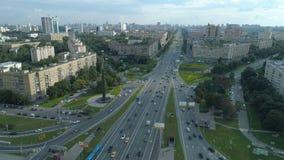 Vogelperspektive von Gagarin-Quadrat an einem sonnigen Sommertag in Moskau stock video footage