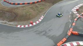 Vogelperspektive von gehen kart Rennen im Freien stock video footage