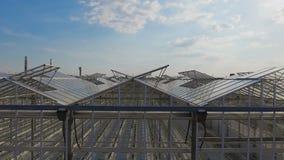 Vogelperspektive von Gewächshäusern mit Gemüse stock footage
