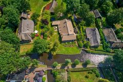 Vogelperspektive von Giethoorn-Dorf in den Niederlanden stockbilder