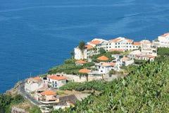 Vogelperspektive von Häusern entlang Küstenlinie Madeira-Insel Stockbild