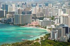 Vogelperspektive von Honolulu und Waikiki setzen von Diamond Head auf den Strand Stockbild