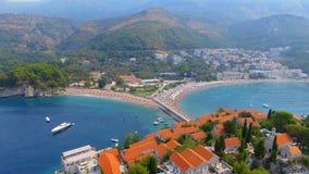 Vogelperspektive von Hotels auf der Insel, Montenegro, Sveti Stefan 3 stock footage