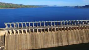 Vogelperspektive von Hume Dam stock video