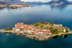 Vogelperspektive von Insel Bella am See Maggiore, ist eine der Borromean-Inseln in Piemont von Nord-Italien, Verbania lizenzfreies stockfoto